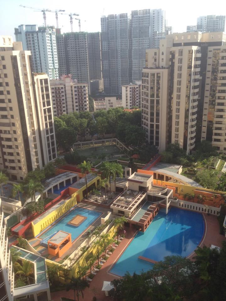 Flott utsikt fra leiligheten i 19. etasje.
